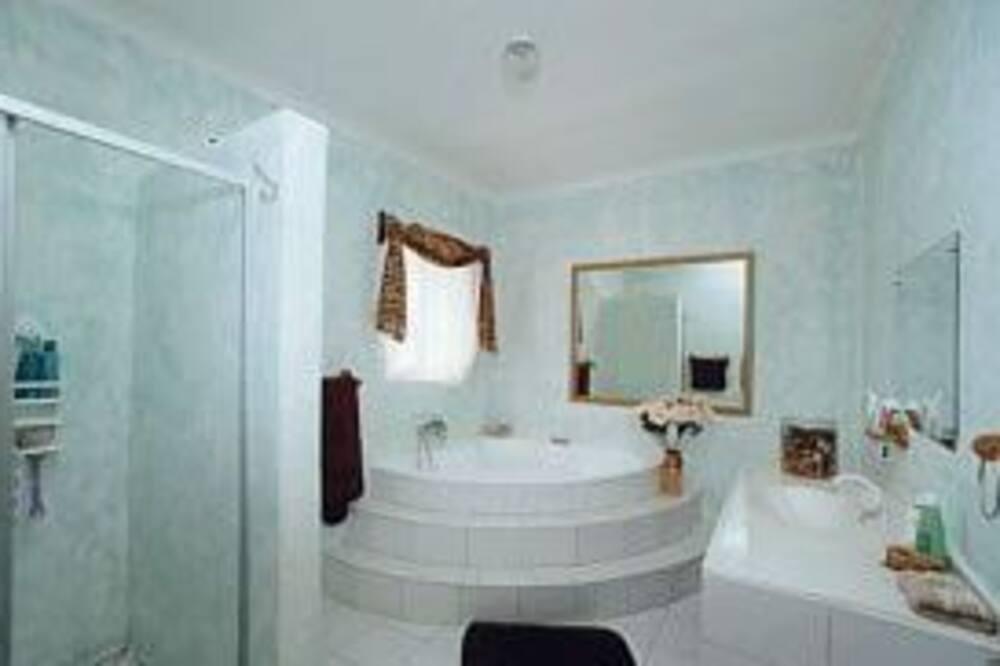 Standard Room 2 - Bathroom