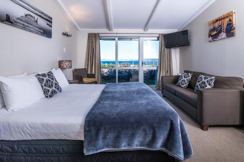 雙峰湖濱酒店/