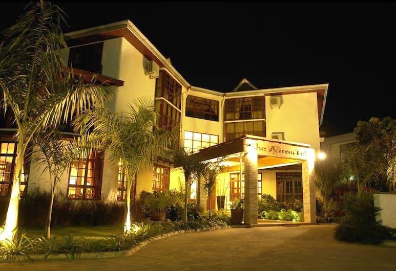 The African Tulip Hotel, Arusha, Z zewnątrz