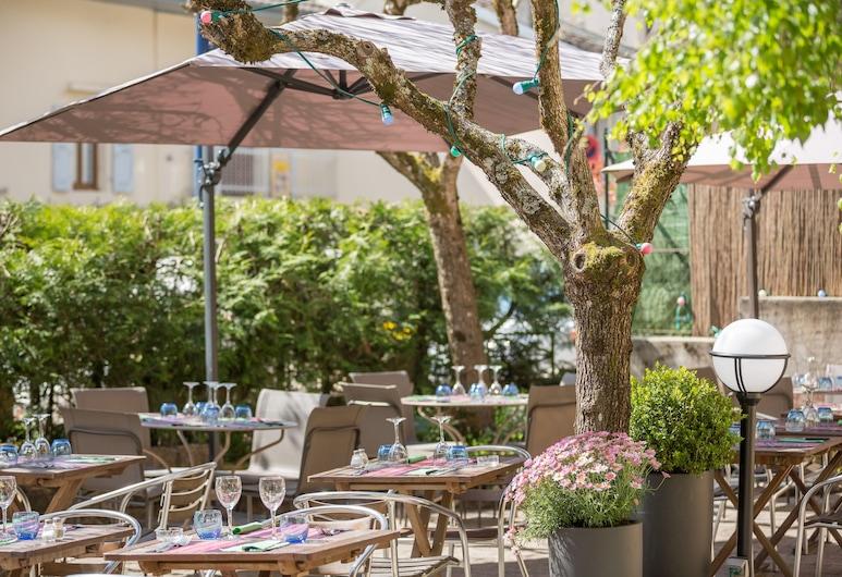 Hôtel la Terrasse Fleurie, Divonne-les-Bains, Terrasse/Patio