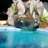 Pool-Wasserfall