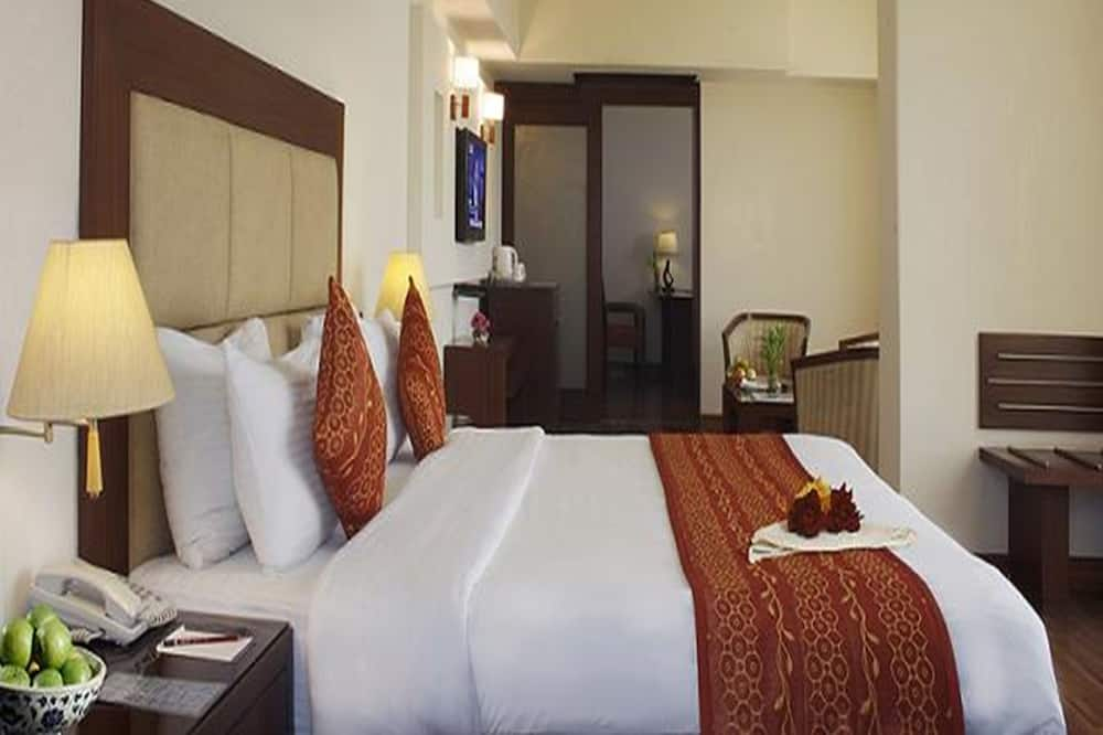 SAVE BIG WITH SAROVAR - Guest Room