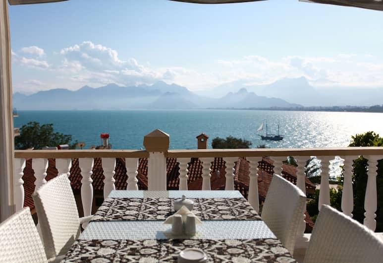 Bacchus Pension, Antalya, Terrasse/Patio