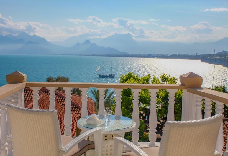 Bacchus Pension, Antalya, Otelden görünüm