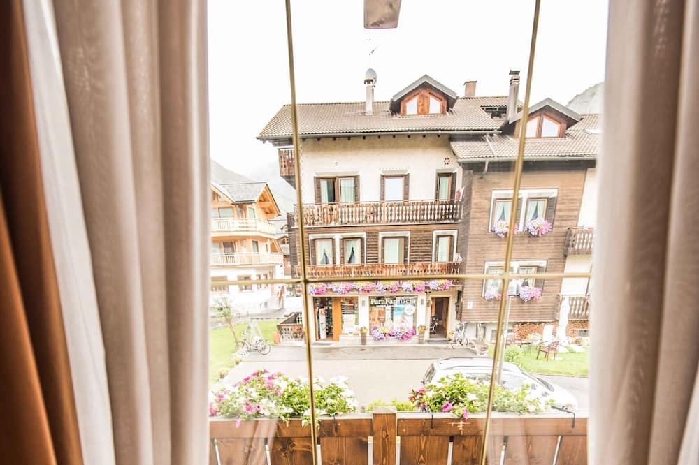 Стандартный четырехместный номер, 1 спальня - Вид с балкона