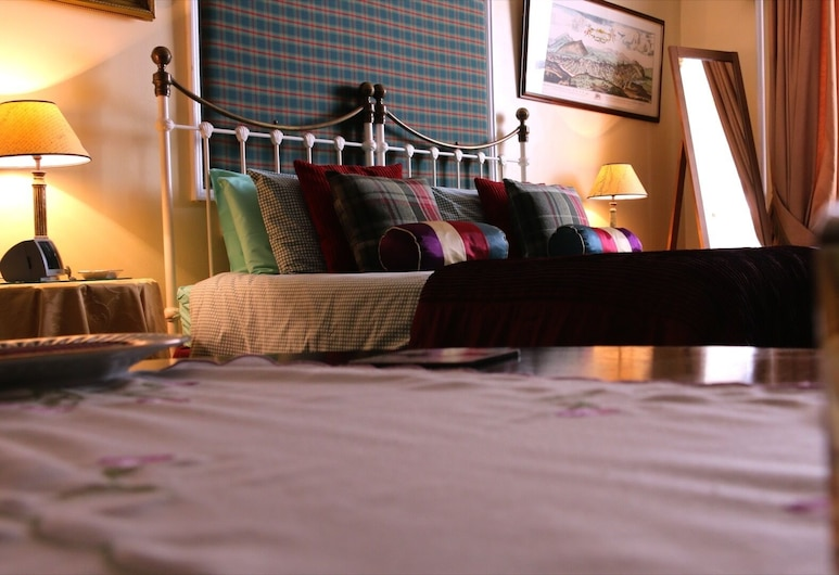 Victorian Townhouse, Edinburgh, Traditional Double Room, Ensuite, Garden View (Caledonian Room), Guest Room