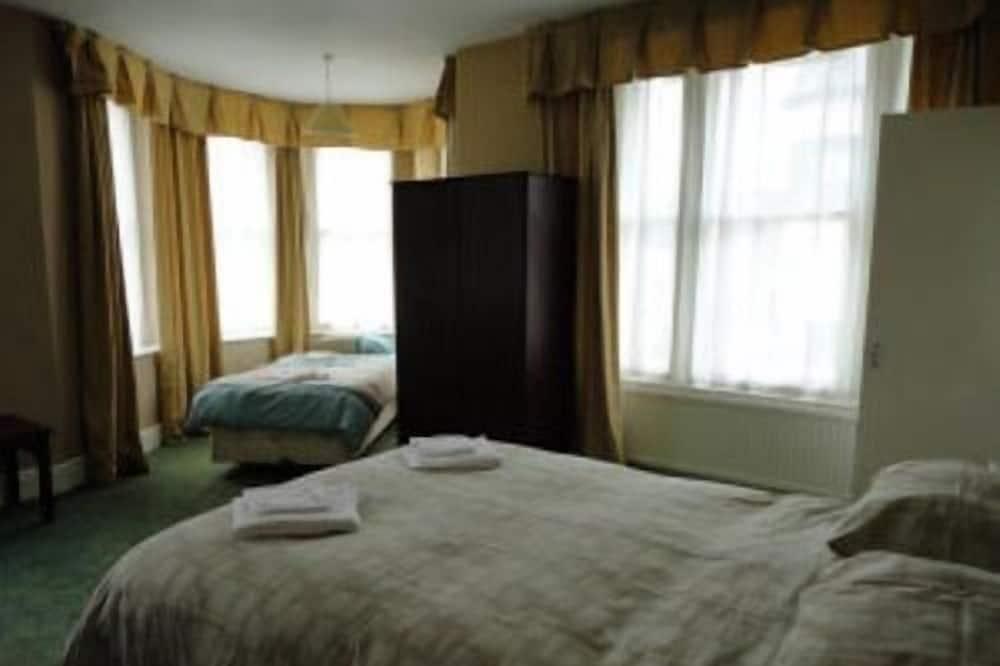 Phòng 3 dành cho gia đình, Có phòng tắm riêng (Small) - Phòng