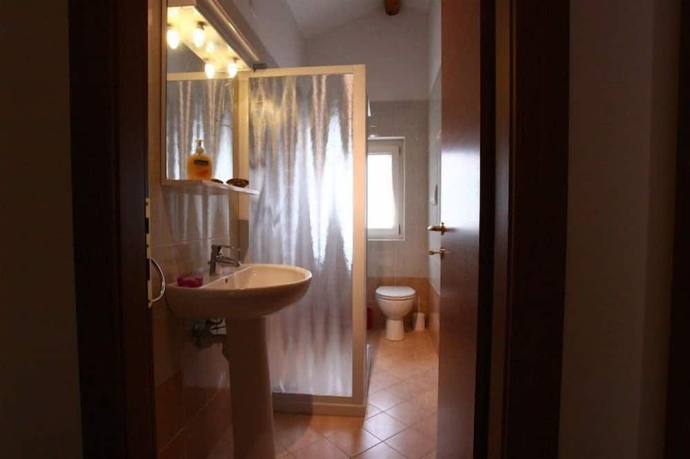 Trojlôžková izba typu Deluxe - Kúpeľňa