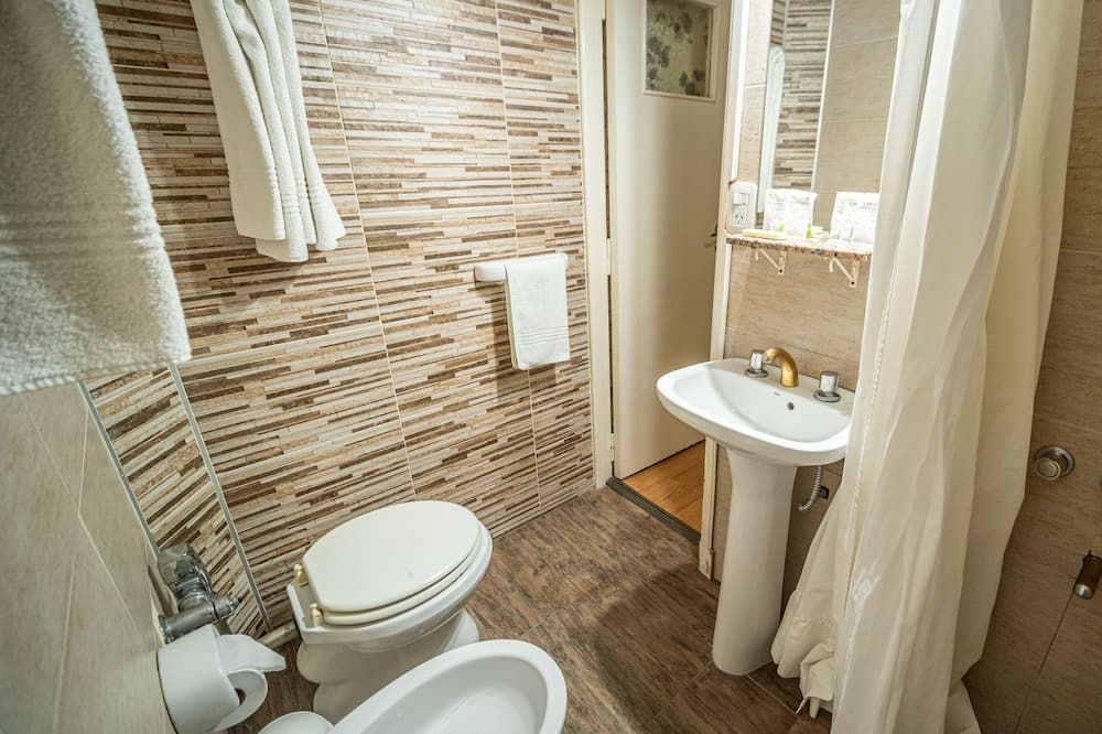 Habitación triple estándar - Baño