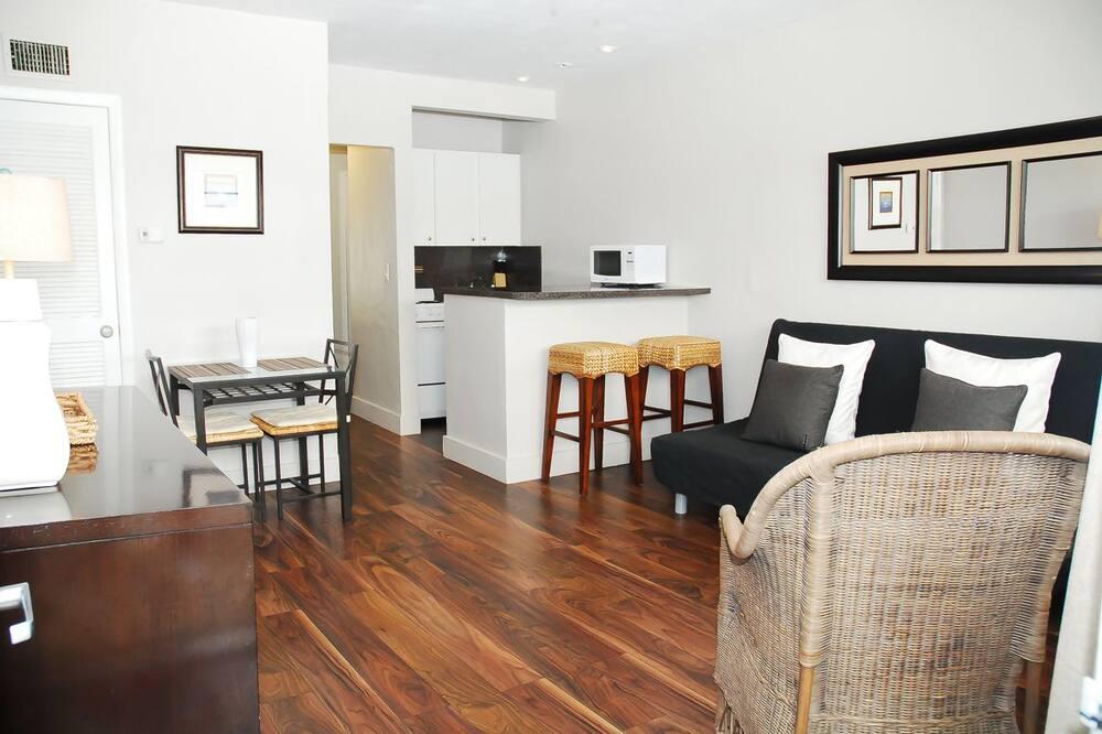 Superior Room, One Bedroom Twin Beds - Olohuone