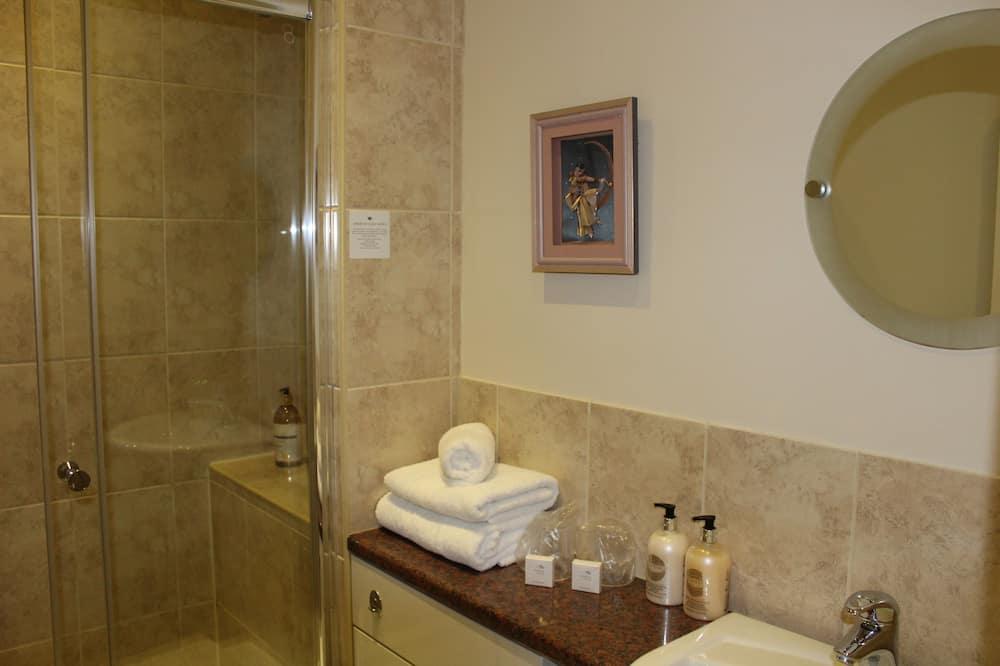 Chambre Supérieure Double ou avec lits jumeaux, vue colline (Large Double) - Douche de la salle de bain