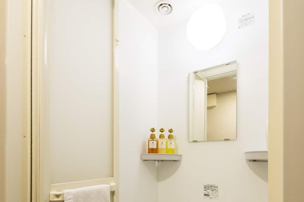 Economy Single Room, Non Smoking, Shared Bathroom - Bathroom Shower