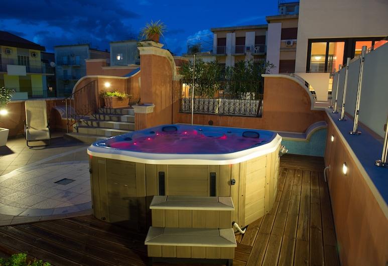 Artemis Hotel, Cefalù, Outdoor Spa Tub