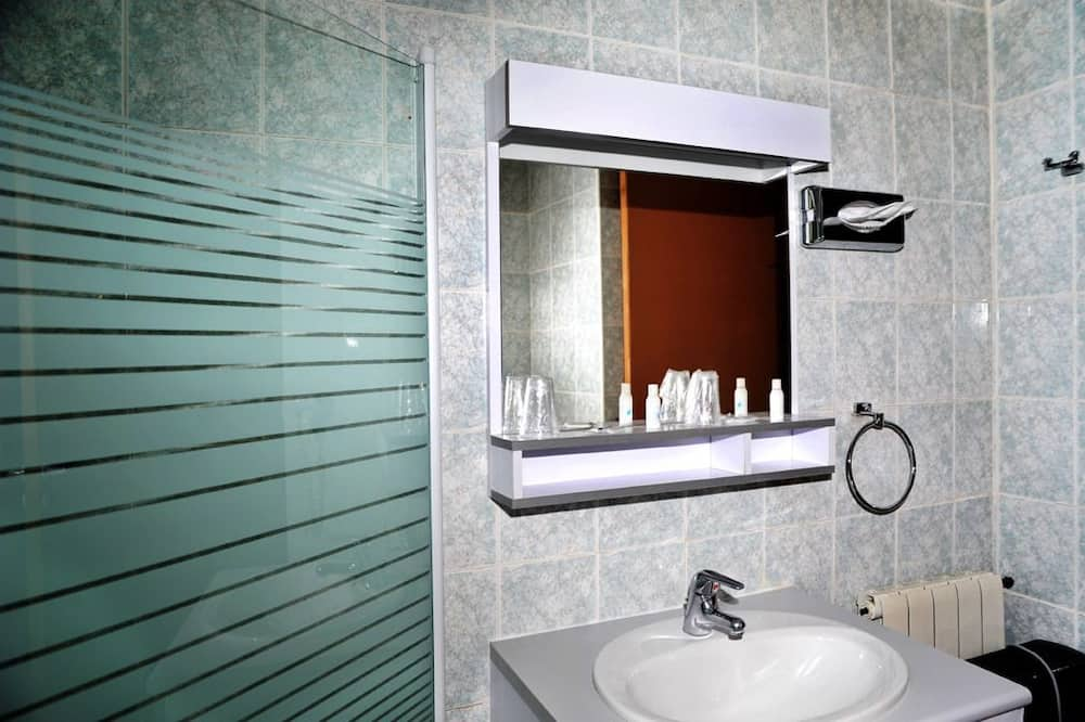 Standard Double or Twin Room, Mountain View - Bathroom