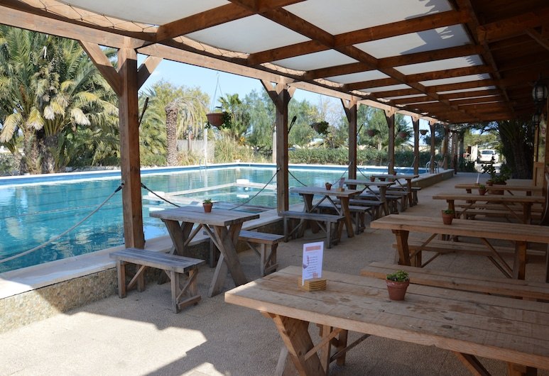 El Rancho, Los Montesinos, Μπαρ δίπλα στην πισίνα