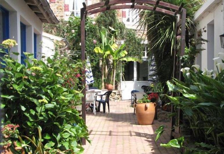 Hotel de France, Pleneuf-Val-Andre, Terrace/Patio