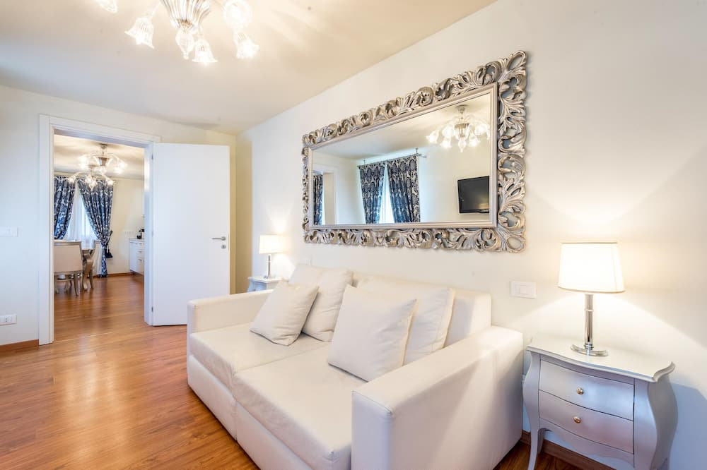 Superior Apartment, Canal View - Living Area