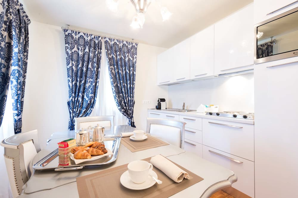 Superior Apartment, Canal View - In-Room Dining