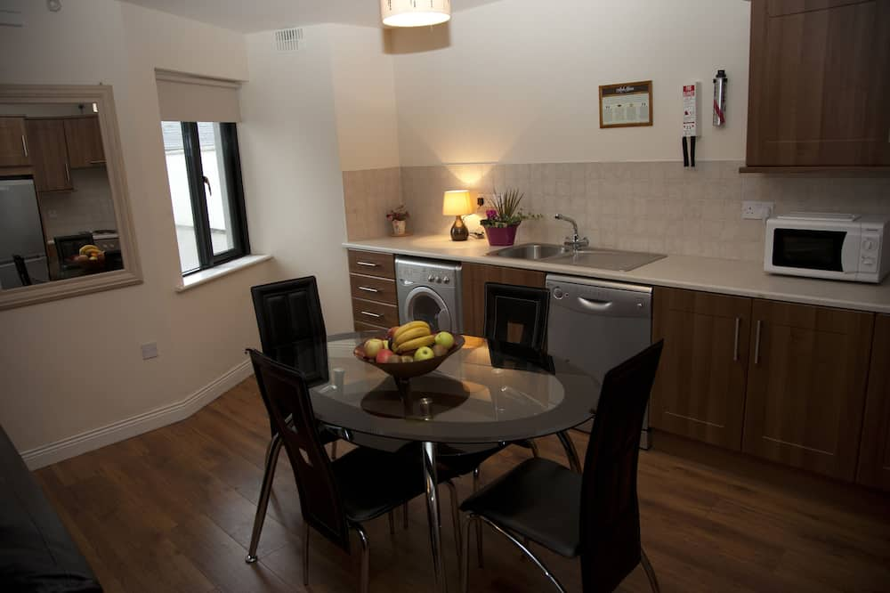 Standard Apartment, 2 Bedrooms (3 Adults) - Living Area