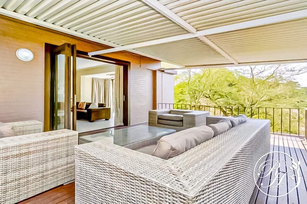 Premium Apartment, 3 Bedrooms, City View - Living Area