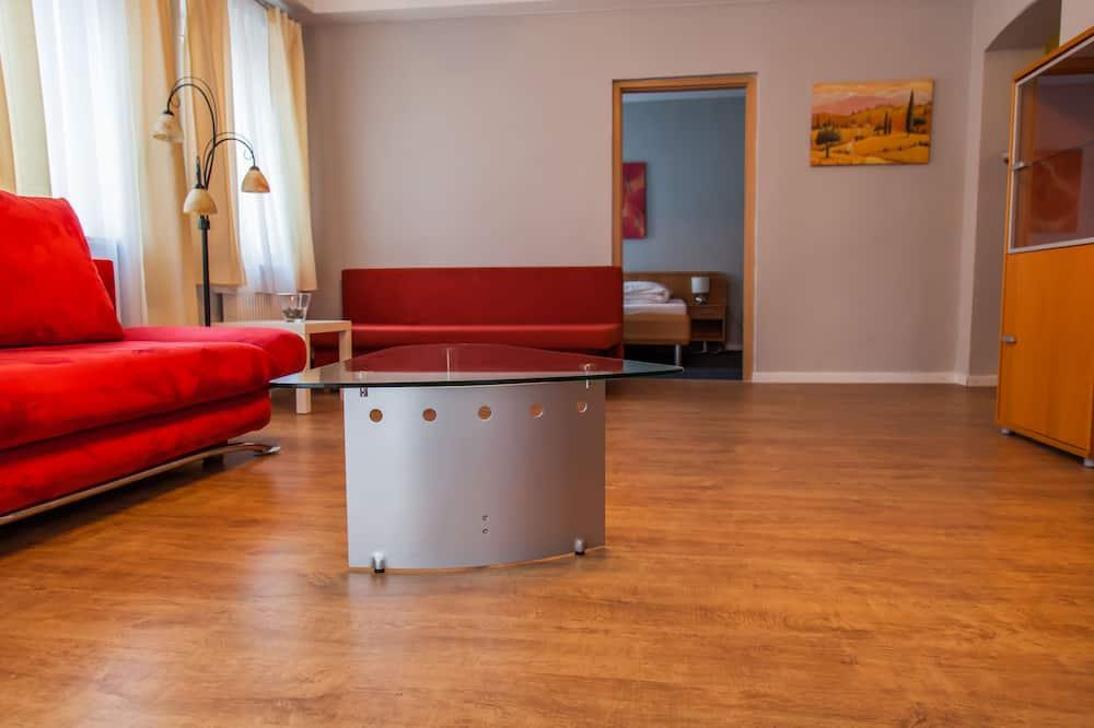 ห้องคอมฟอร์ททริปเปิล, เตียงควีนไซส์ 1 เตียง และโซฟาเบด - พื้นที่นั่งเล่น