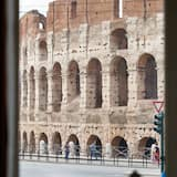 Suite (with Coliseum View) - Guest Room