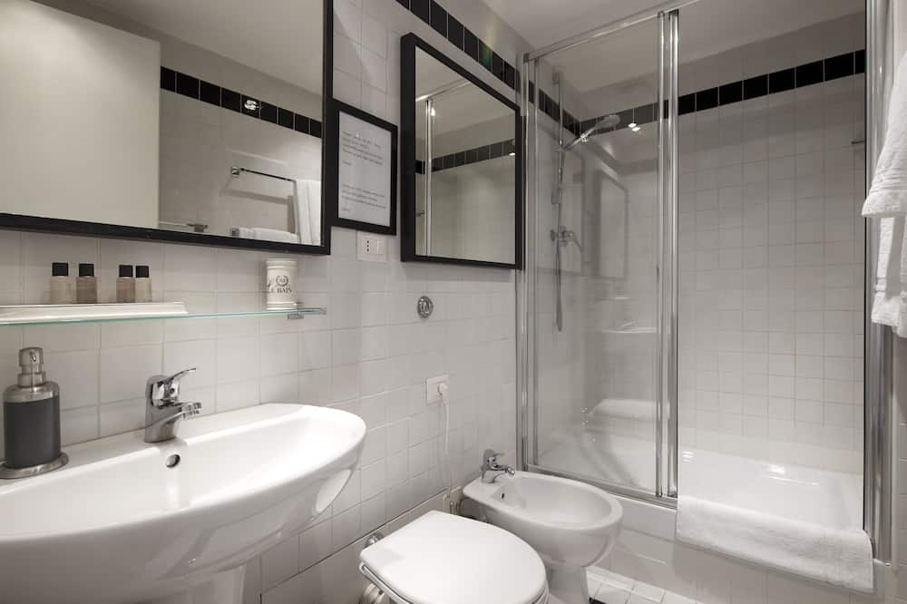 Double Room (with Coliseum View) - Bathroom