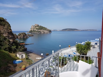 Enter your dates for special Ischia last minute prices
