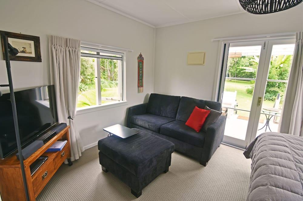 Romantický rekreační domek, dvojlůžko (200 cm), výhled do zahrady, v zahradě - Obývací prostor