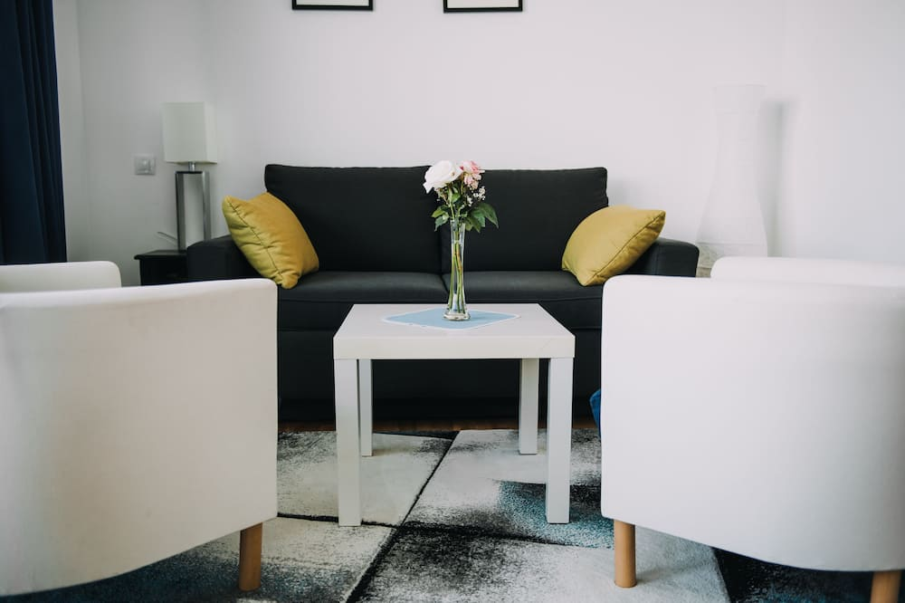 Junior Suite, 2 Bedrooms, City View - Living Area