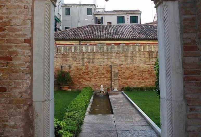 Palazzo Contarini Porta di Ferro, Venetsia, Ulkoalueet