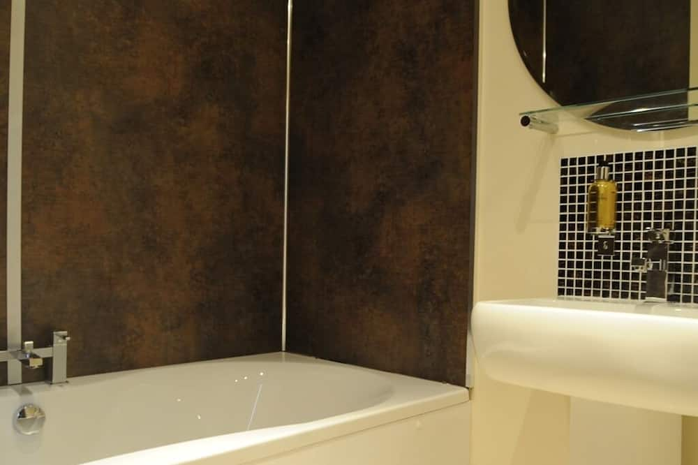 Double Room, Ensuite (King-Size  (S)) - Bathroom