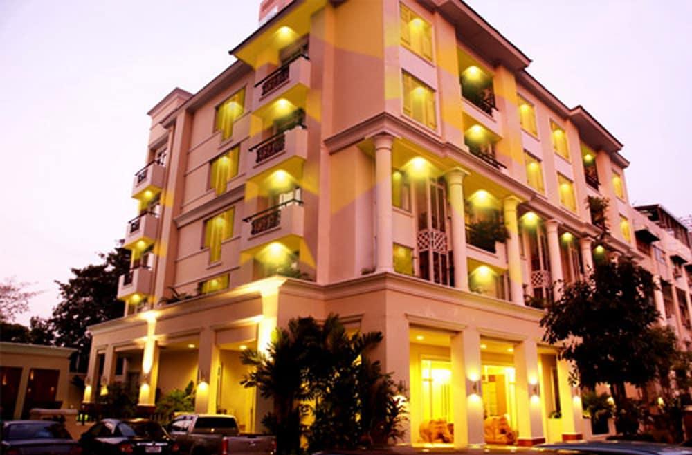 Asoke Residence Sukhumvit by Urban Hospitality, Bangkok