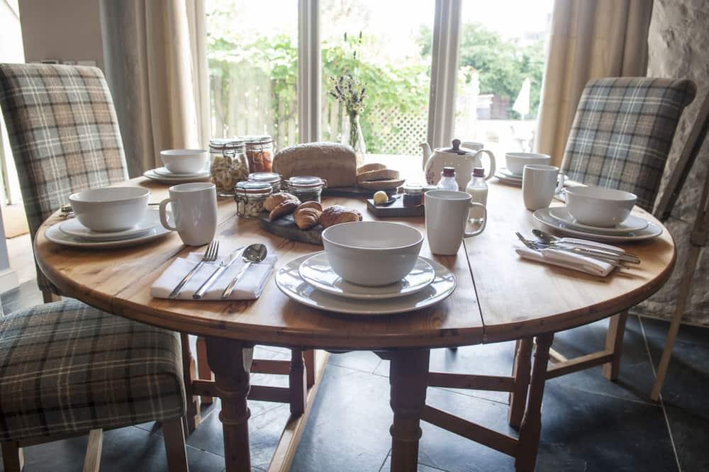 Házikó (Vine) - Étkezés a szobában