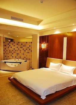 Choose This Cheap Hotel in Sanya