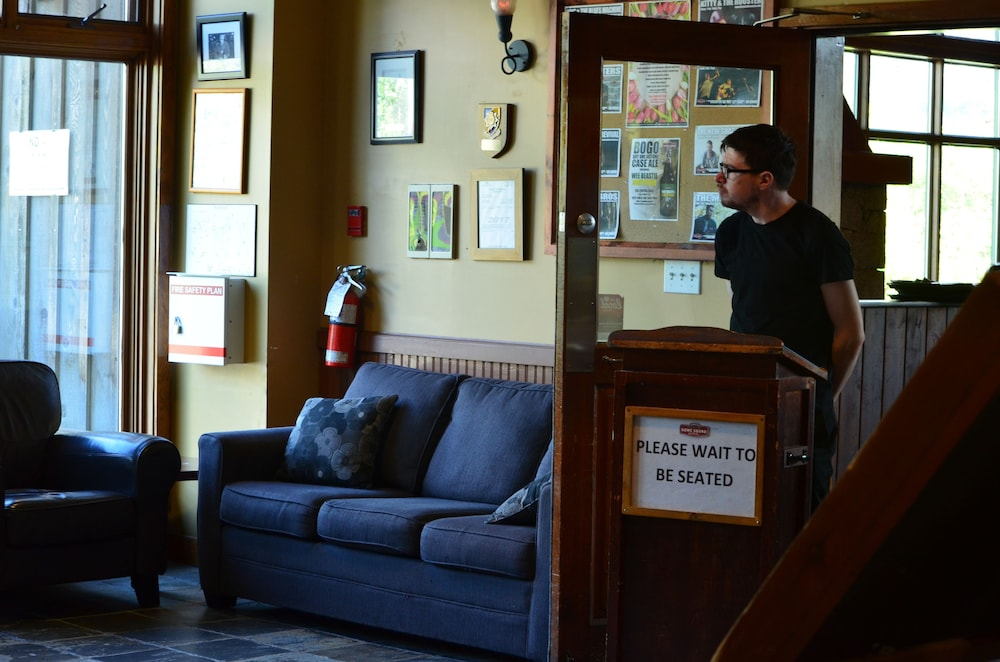 Howe Sound Inn Brewing Company Squamish Lobby Sitting Area