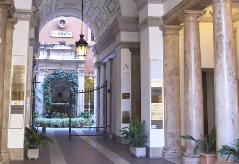 Amaranto Romano, Roma, Ingresso hotel