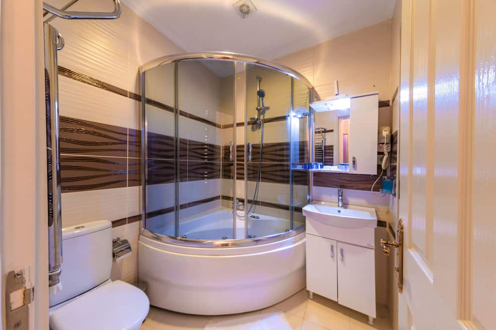 Suite 4 Adults - Bathroom