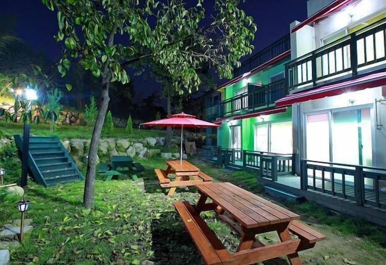 Bellus Rose Pension Hotel, Gyeongju, Property Grounds