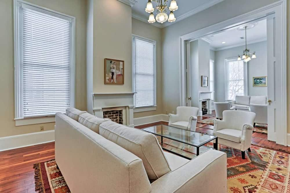 Classic Cottage, Multiple Bedrooms (Blakely Cottage) - Living Room