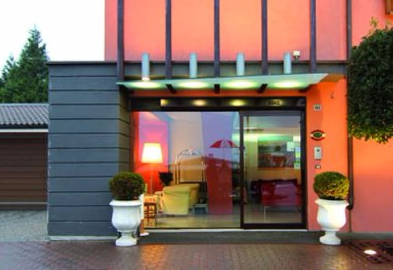 Sirio Hotel, Дормеллетто, Вхід до готелю