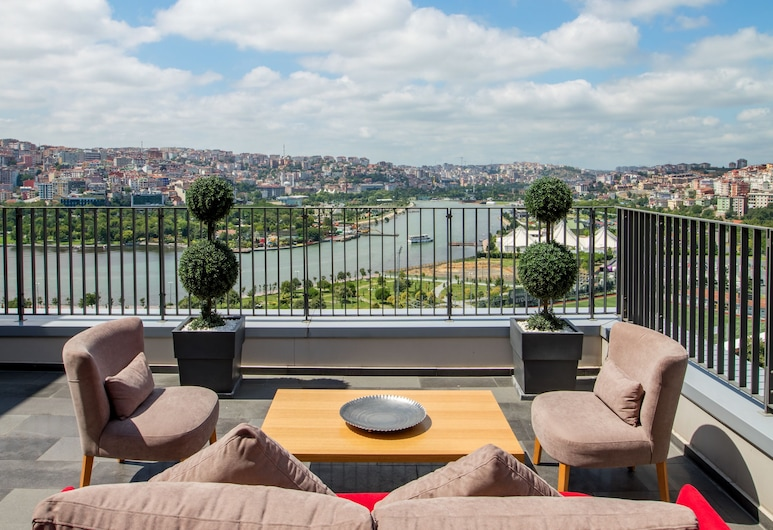 Hilton Garden Inn Istanbul Golden Horn, Istanbul, Terrace/Patio