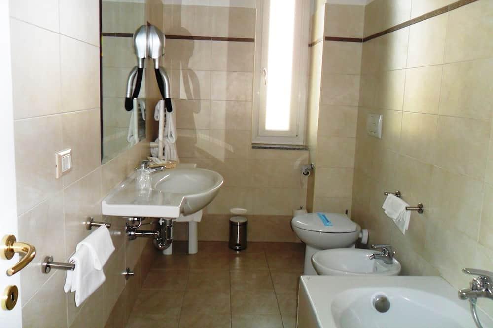 Класичний двомісний номер (2 односпальних ліжка) - Ванна кімната