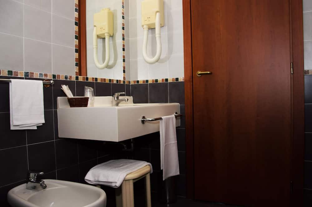 klasikinis dvivietis kambarys su atskiromis lovomis - Vonios kambarys
