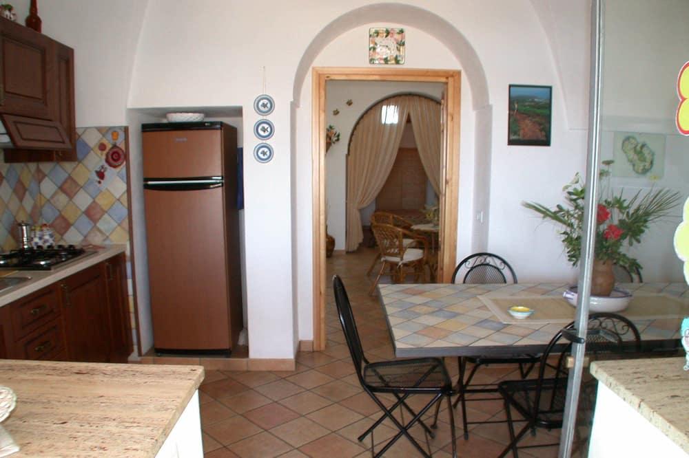 Traditional House (Dammuso Erika - in Sataria) - Living Area