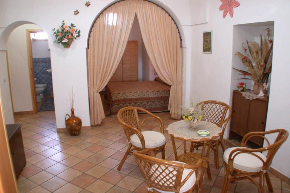 Traditional House (Dammuso Erika - in Sataria) - Living Room