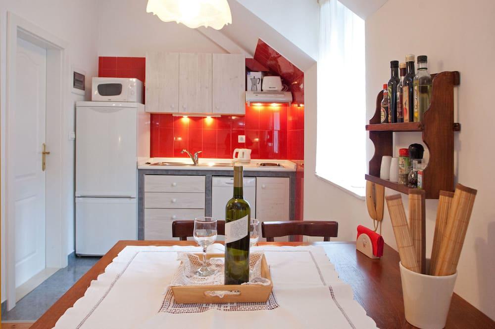 Studio Apartment for 3 people - 客房內用餐