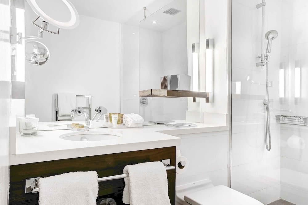 Junior-Suite, 1King-Bett und Schlafsofa - Badezimmer