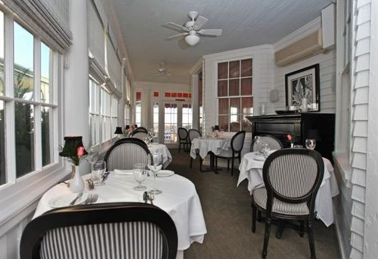 Peter Shields Inn & Restaurant, Cape May, Outdoor Dining