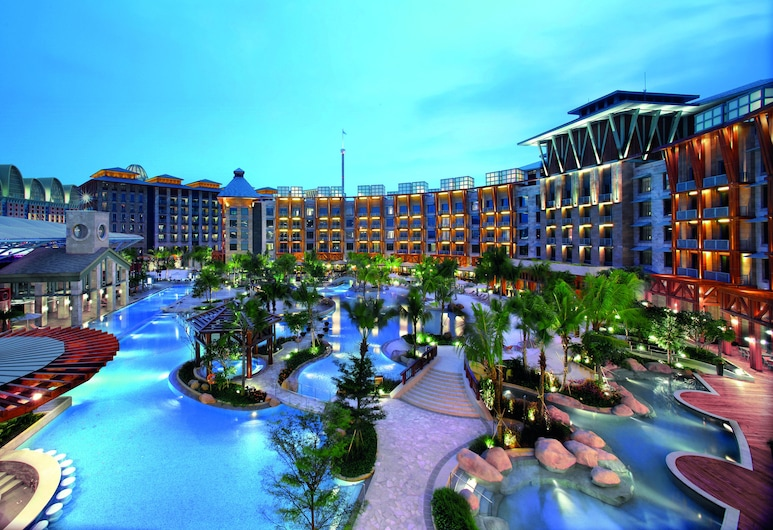 Resorts World Sentosa - Hard Rock Hotel (SG Clean), Singapore, Deluxe Room (Double or Twin) - 2x USS and Halloween Horror Night Tickets, Pool